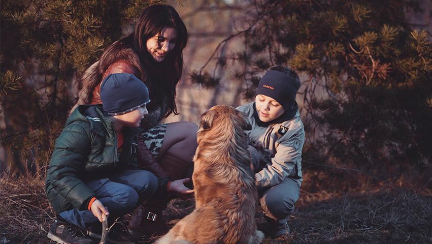 kids with pet - 3 Wege wie Haustiere für die Gesellschaft wichtig sind